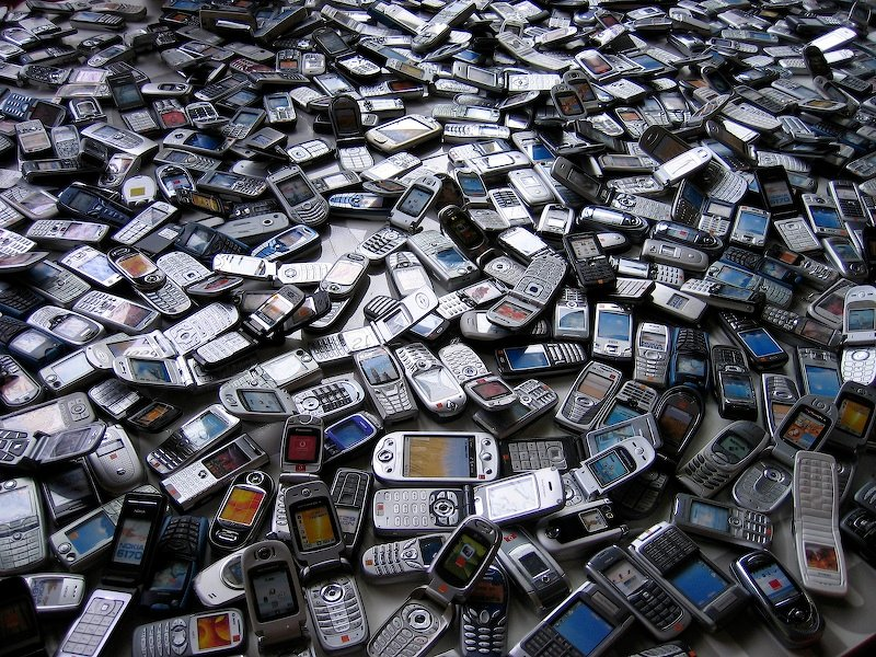 A machine that can disassemble two mobile phones per minute could help give raw materials a second life.
