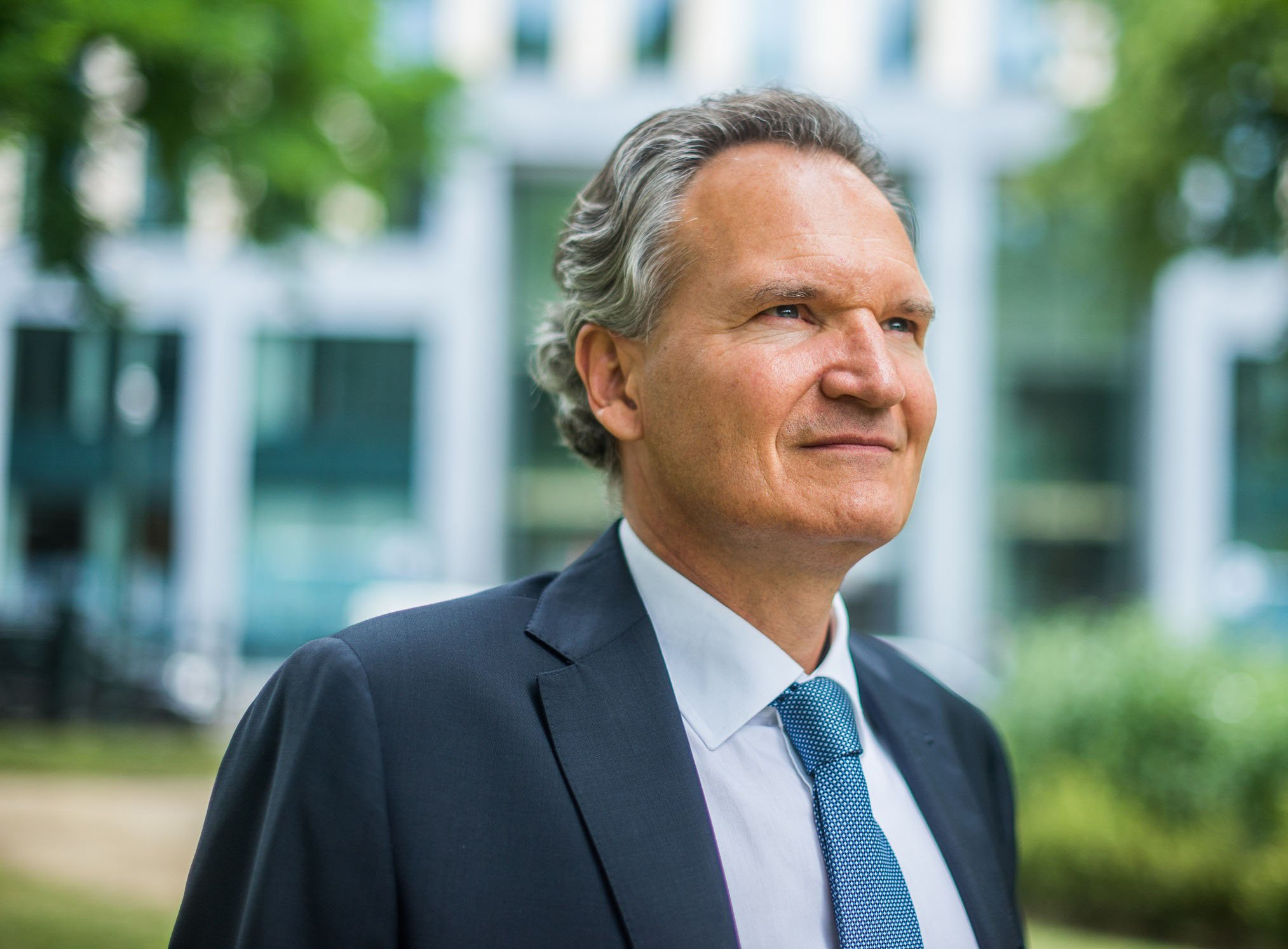 Imagine if all the billions we are now putting into these expensive subscription journals could be put into research, says Robert-Jan Smits.