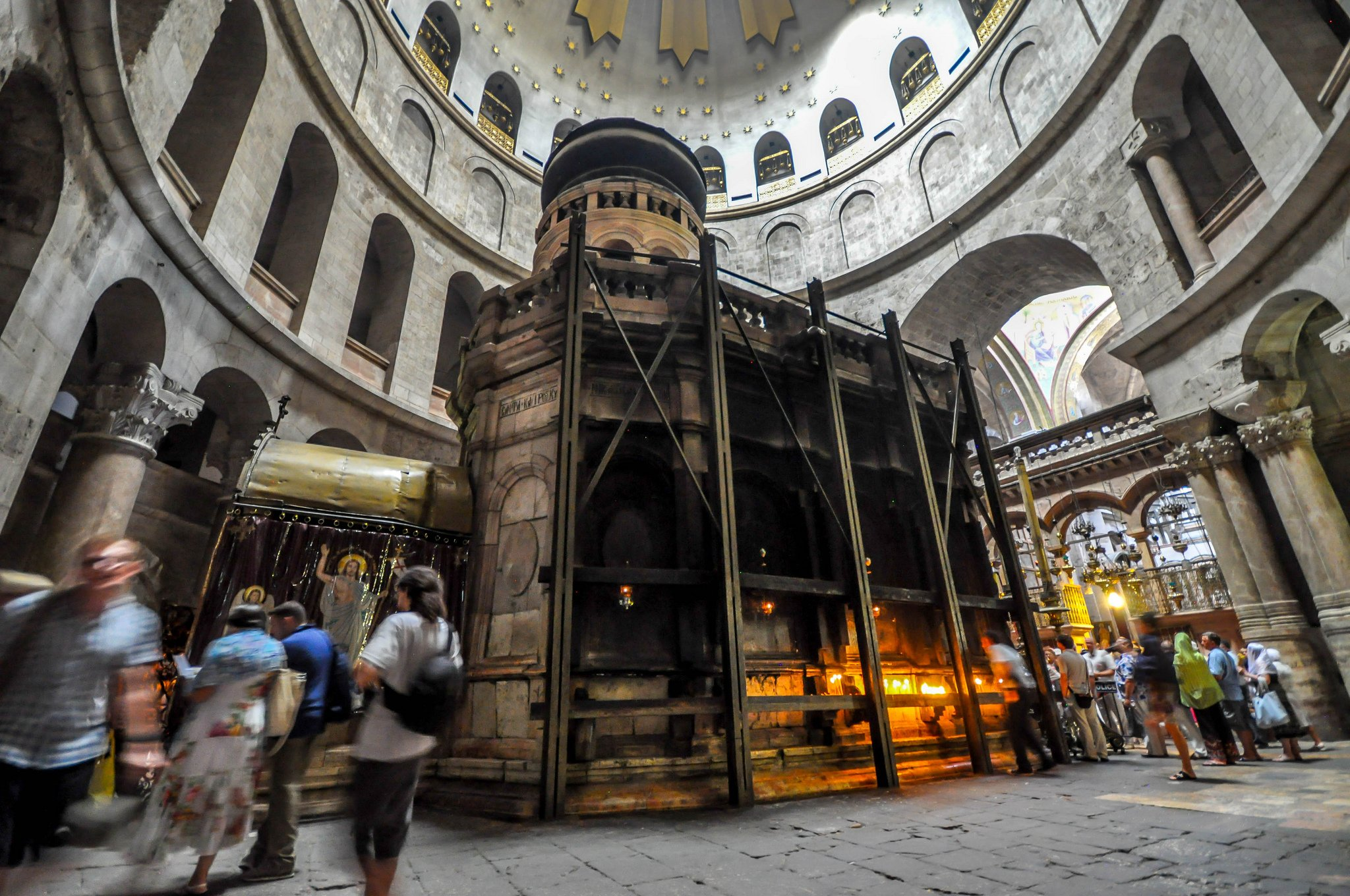 The Holy Aedicule in the Church of the Holy Sepulchre in Jerusalem was restored with the help of a high-resolution 3D model.